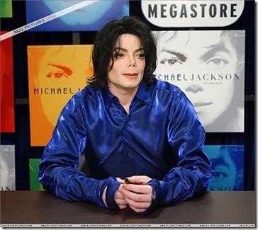 MJ_2001_Invincible_4