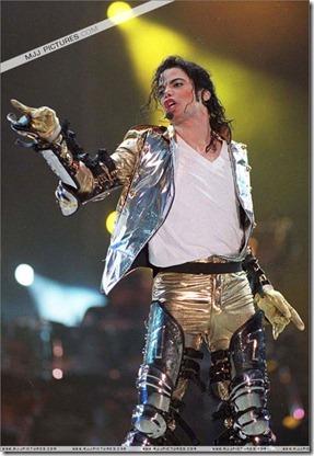 MJ-History-World-Tour-michael-jackson-7231493-825-1200